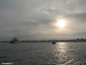 Východ slunce nad zálivem