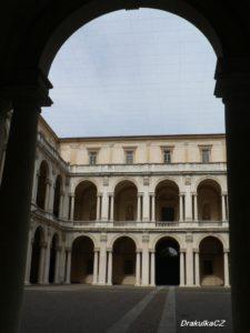 Palác karabiniérů