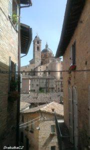 Urbino výhled na katedrálu